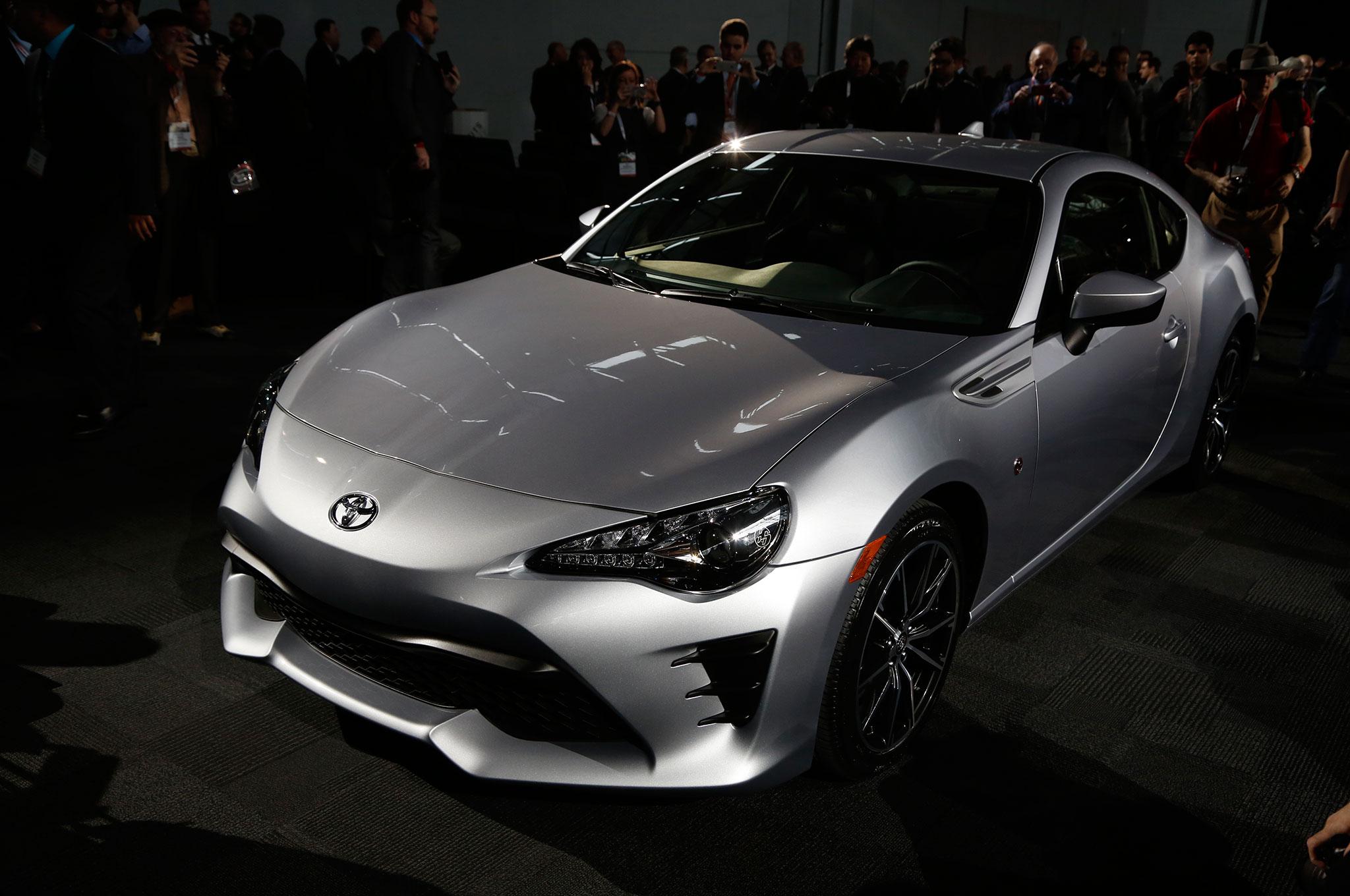 2017 Toyota 86 Front Three Quarter 01