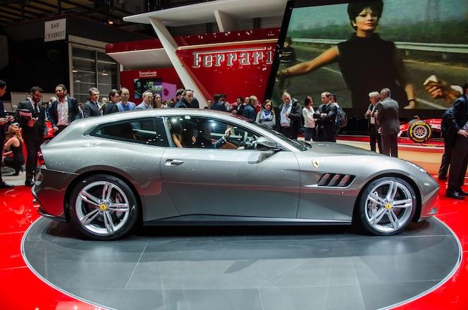 Ferrari GTC4 Lusso side
