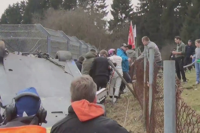 Nissan GT R Nismo crash at the Nurburgring