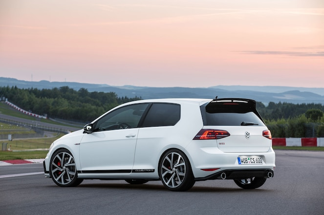 Volkswagen-Golf-GTI-Clubsport-rear-three-quarter-02.jpg