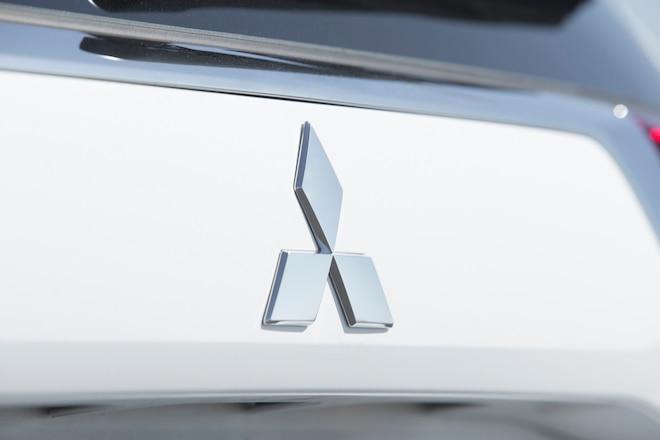 2016 Mitsubishi Outlander SEL S AWC emblem