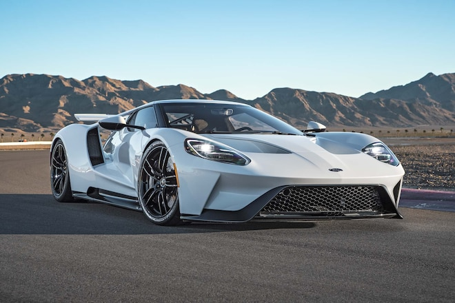 2017-Ford-GT-front-three-quarters-1