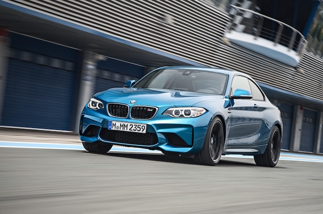 2016-BMW-M2-Coupe-front-three-quarter-in-motion-06