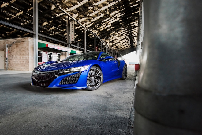 2017-Acura-NSX-front-three-quarter