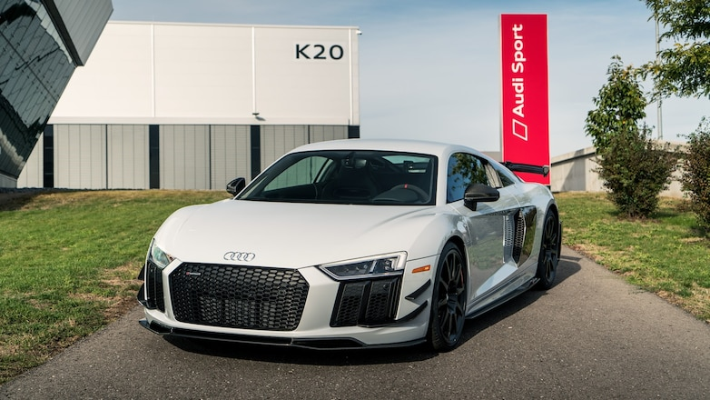 2018 Audi R8 V10 Plus Competition package front three quarters