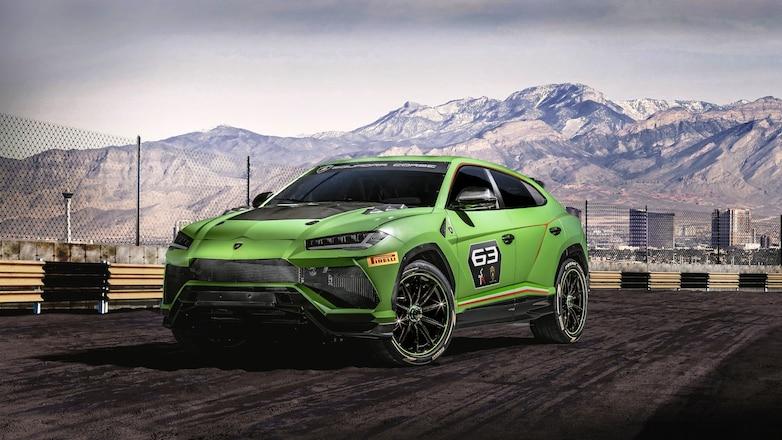 Lamborghini Urus ST X Concept front three quarters
