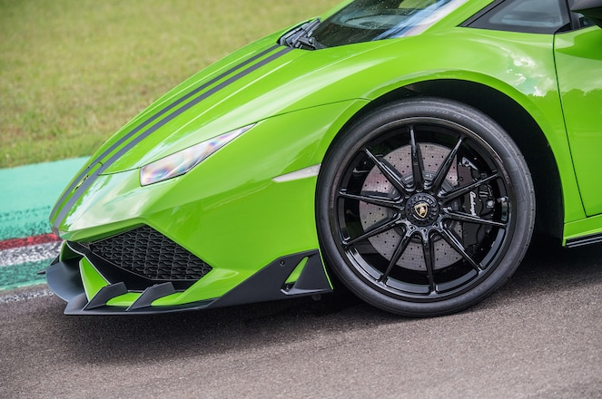 Lamborghini Huracan aerodynamic kit front side