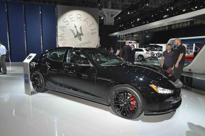 Maserati Ghibli Nerissimo Edition front three quarter 02
