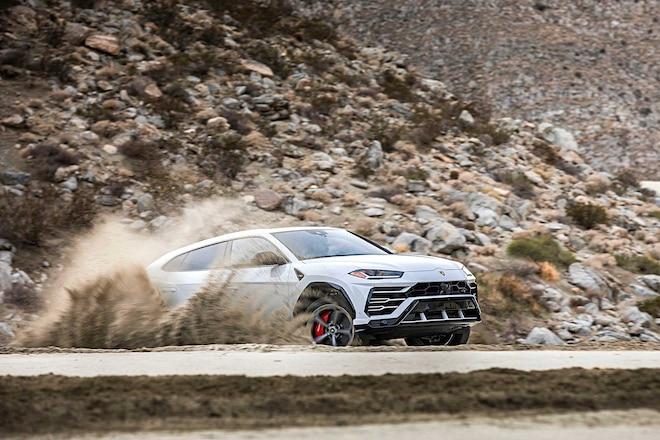 2019 Lamborghini Urus Passenger Side Front View