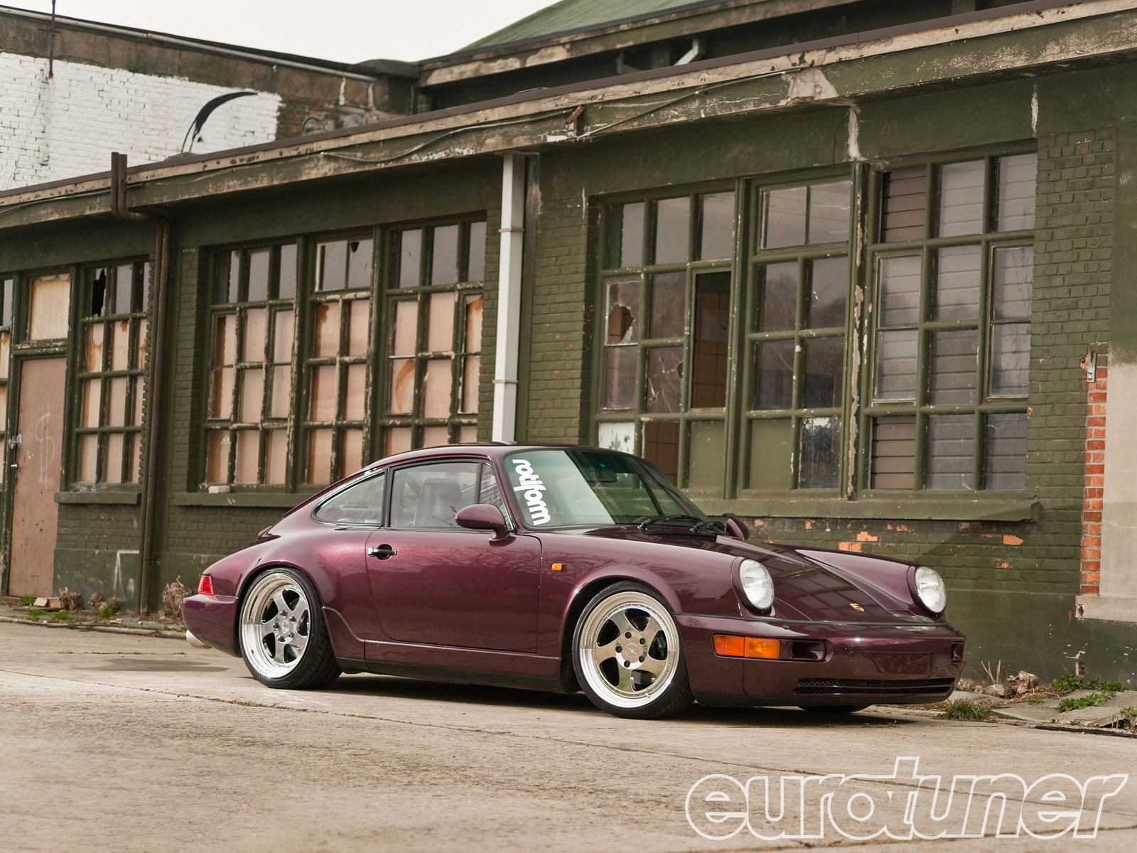 Kristof Mombaerts' 1991 Porsche 911 Carrera 4 Photo & Image