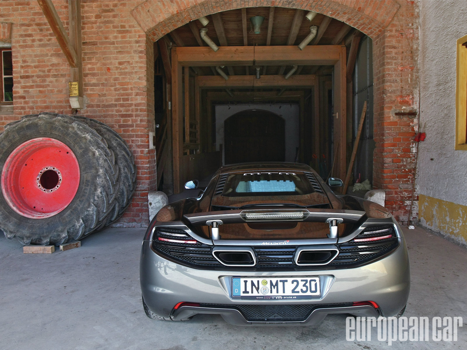 Epcp 1210 02+mtm 2012 mclaren mp4 12c+rear view