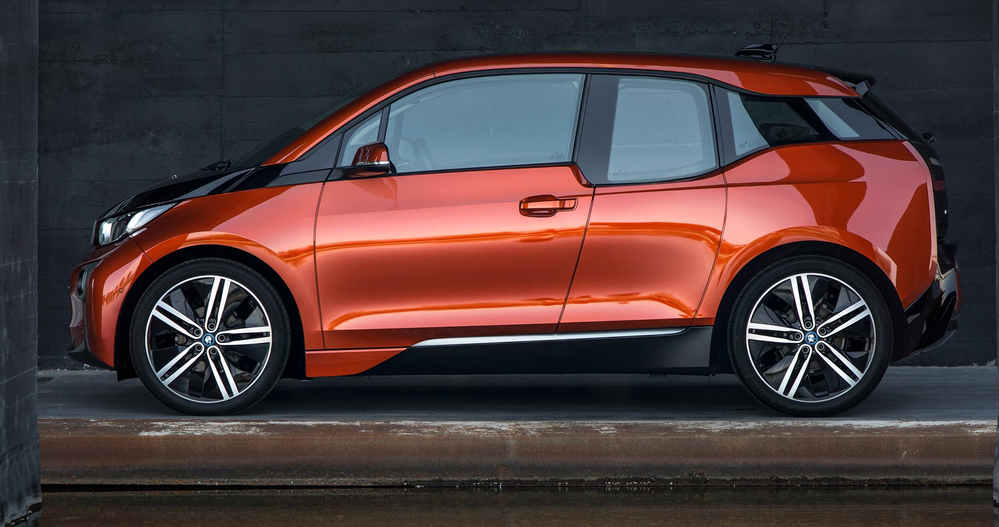 2014 BMW i3 side view static in orange