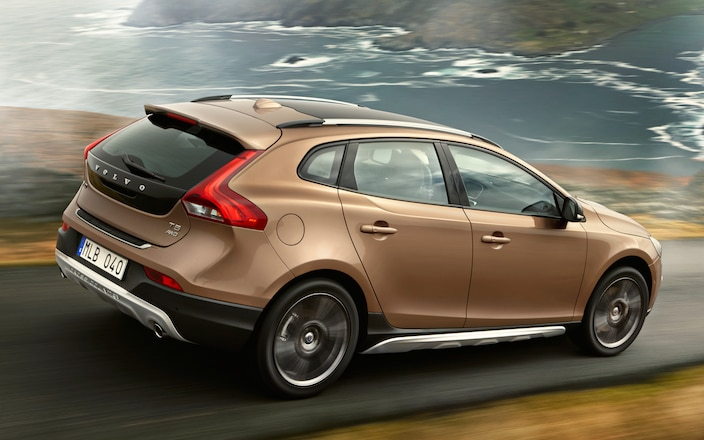 Volvo V40 Cross Country rear three quarter motion 2