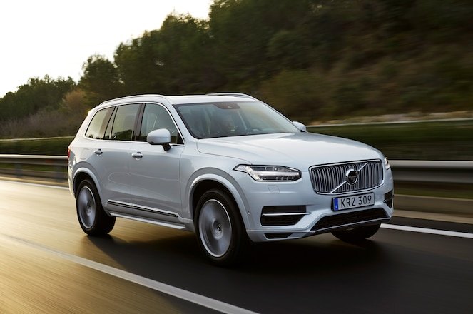 2016 Volvo XC90 T8 Front Three Quarter In Motion 03