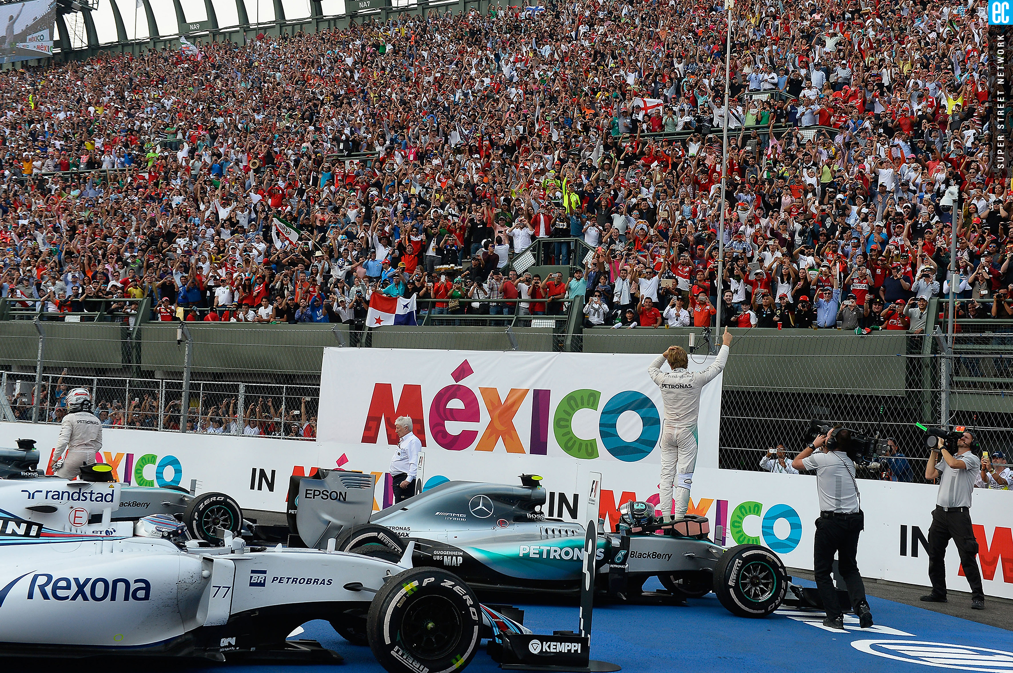 7bad4f0817996 Mexican grand prix formula one cars before audience