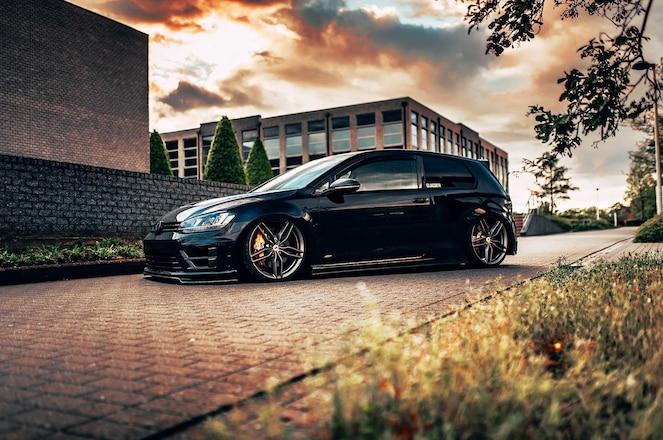 2015-VW-Golf-R-Ferrari-FF-458-Wheels