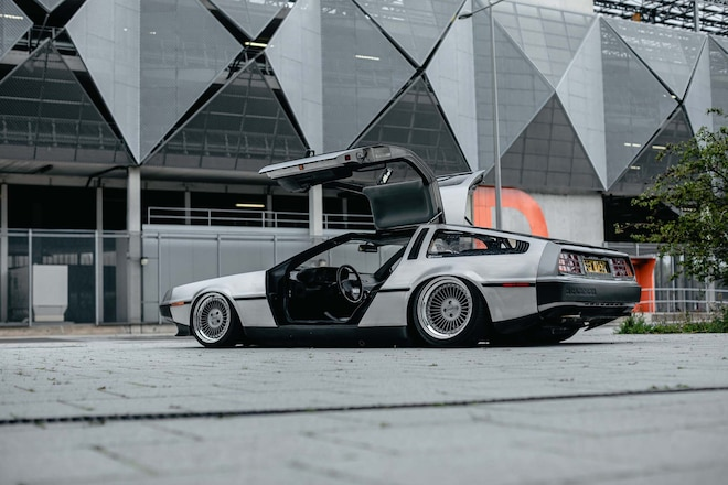008-dmc-delorean-bagged-stance-gullwing-doors-up