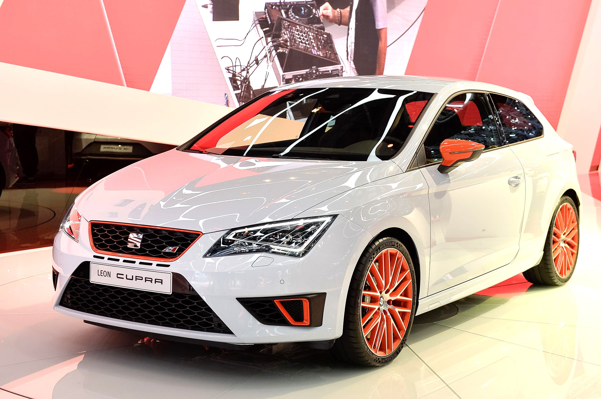 Seat Leon Cupra 280 Shatters FWD Nurburgring Record (w/video)